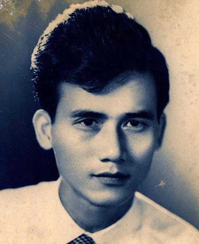 Cố NSƯT Phạm Bằng (1931-2016) được nhiều người khen ngợi ngũ quan cân xứng, cực phẩm, đôi mắt rất đẹp. 'Chỉ xem bác đóng hồi hói cả tóc mà vẫn nhận ra bác rất đẹp ấy, giờ nhìn ảnh hồi trẻ thì thực sự thuyết phục' - một cư dân mạng chia sẻ.
