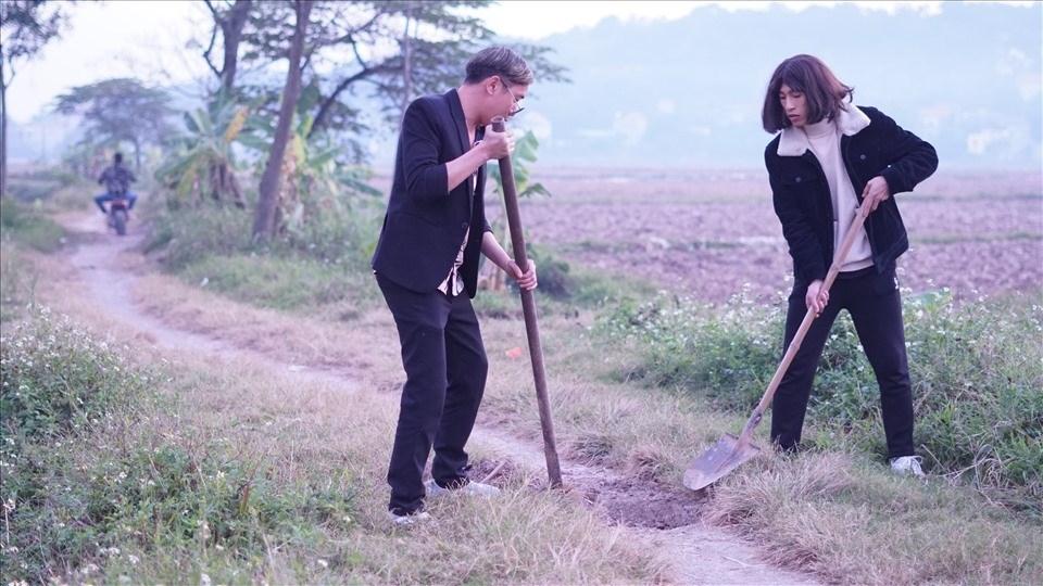 Đúng hẹn là lên: Phim hài Tết 'Hiệp sĩ làng' của Cường Cá ra mắt 3