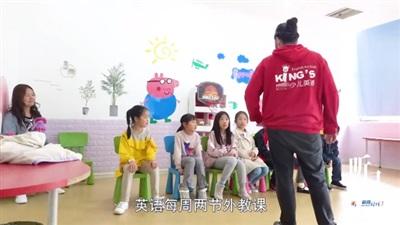 Bố mẹ hứng chịu sự chỉ trích của cộng đồng mạng khi cho con gái 7 tuổi học 14 môn phụ đạo mỗi tuần 5