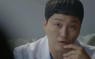 Là Jun Wan đang đắm chìm trong tình yêu hay Jung Won vừa rơi vào 'lưới tình?