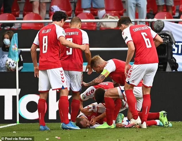 Simon Kjaer nỗ lực giúp Eriksen không bị nuốt lưỡi