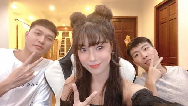 Ngoài ra, Hoàng Yến Chibi cũng từng khiến fan bất ngờ khi có mối quan hệ thân thiết với Xuân Bách, Gấu (Team Flash).
