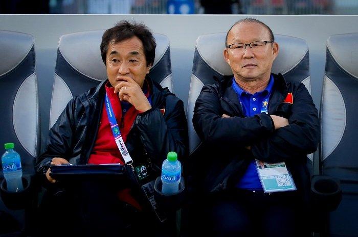 Trợ lý Lee Young Jin sẽthay thế ông Park chỉ đạo trận Việt Nam - UAE.