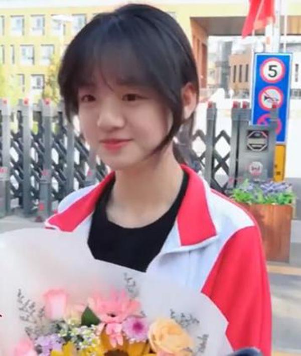 Một thí sinh thi đại học ở Nội Mông trở nên nổi tiếng vì ngoại hình ngọt ngào giống nữ phóng viên xinh đẹp 2