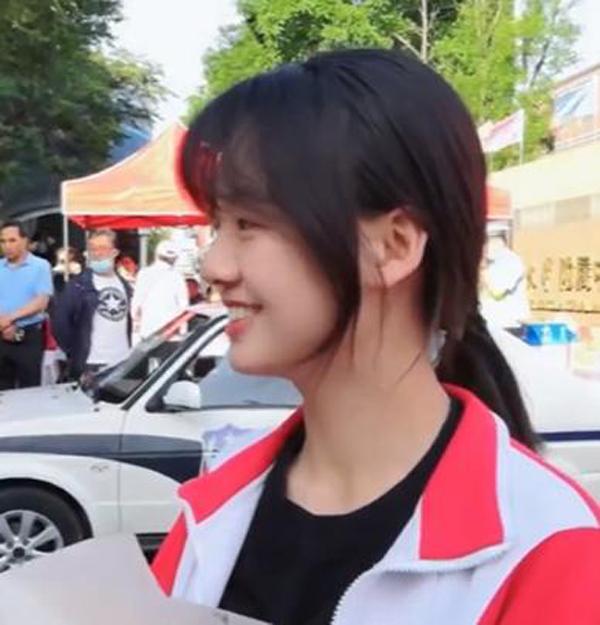 Một thí sinh thi đại học ở Nội Mông trở nên nổi tiếng vì ngoại hình ngọt ngào giống nữ phóng viên xinh đẹp 3