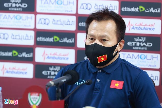 Trợ lý Lư Đình Tuấn thay HLV Park dự họp báo, giới thiệu với thế giới về tinh thần Việt Nam không bao giờ từ bỏ 0