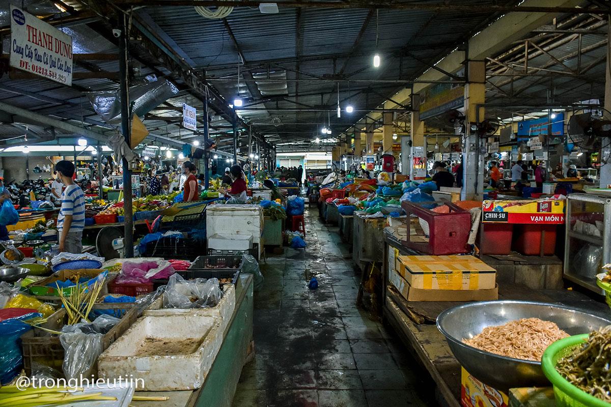 Chùm ảnh: Người bán chè trong chợ dương tính Sars-CoV-2, tiểu thương chợ Cẩm Lệ khẩn trương dọn dẹp, thực hiện lệnh tạm dừng hoạt động 13