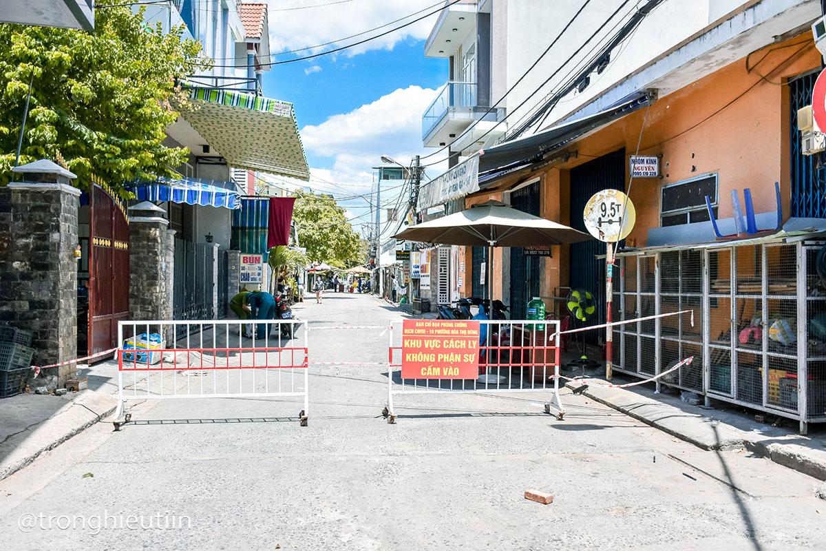 Chùm ảnh: Người bán chè trong chợ dương tính Sars-CoV-2, tiểu thương chợ Cẩm Lệ khẩn trương dọn dẹp, thực hiện lệnh tạm dừng hoạt động 20