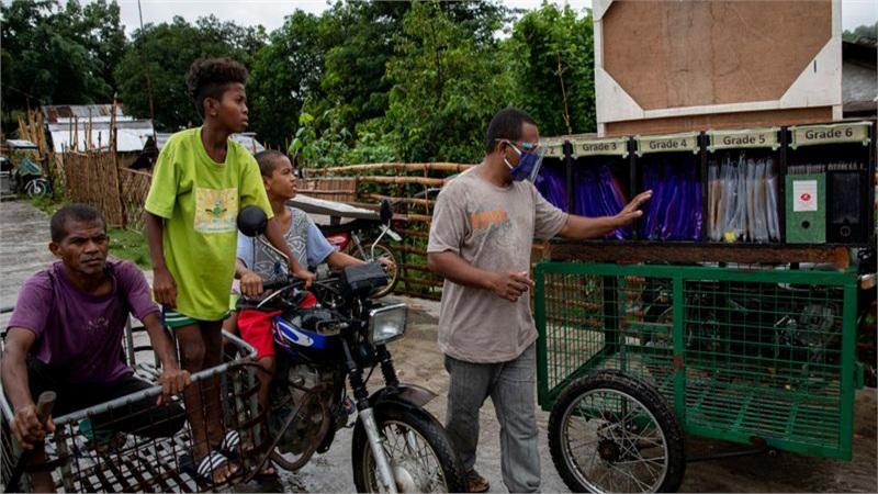 Những lớp học trên xe kéo tại Philippines