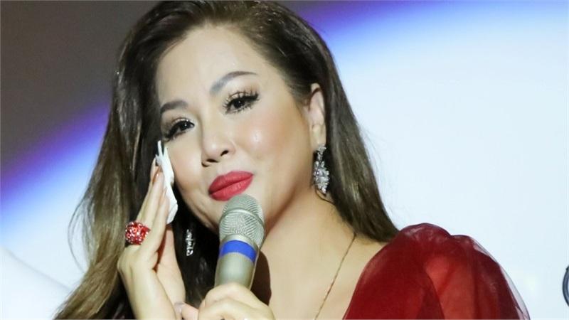 Minh Tuyết hát hơn 20 ca khúc trong minishow mừng sinh nhật
