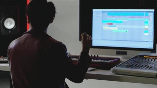 Sau màn nhắn nhủ gây bão 'Thương em' tại đêm diễn, Sơn Tùng nhá hàng sản phẩm âm nhạc lúc nửa đêm