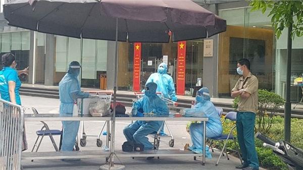 Hà Nội: Phong tỏa gấp một tòa nhà ở Times City vì có 2 ca dương tính SARS-CoV-2