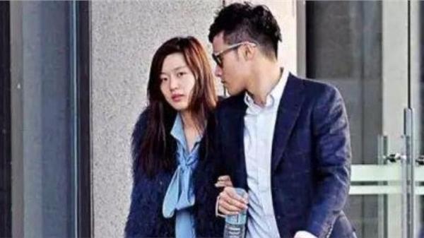 Jun Ji Hyun và chồng thiếu gia hẹn hò công khai sau khi tống người tung tin ly hôn vào tù