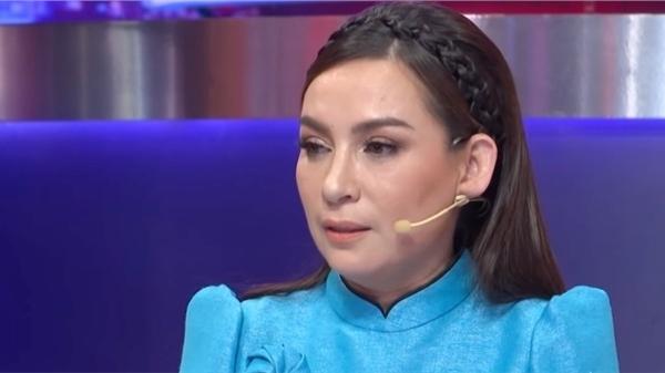 Bạn thân Phi Nhung tiết lộ tình hình của nữ ca sĩ không tốt, sức khỏe đã yếu hơn trong 2 ngày qua