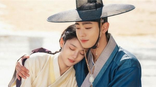'Lovers of the red sky' tập 29-30: Kim Yoo Jung đau khổ vì mất cha, Ahn Hyo Seop buông bỏ sự thù địch