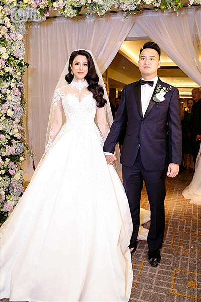 Diệp Lâm Anh xinh như công chúa, ngọt ngào hôn chú rể trong tiệc cưới xa hoa 4