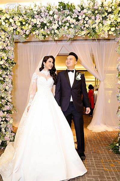 Diệp Lâm Anh xinh như công chúa, ngọt ngào hôn chú rể trong tiệc cưới xa hoa 5