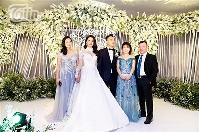 Diệp Lâm Anh xinh như công chúa, ngọt ngào hôn chú rể trong tiệc cưới xa hoa 3