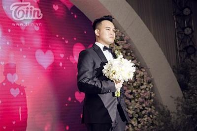 Diệp Lâm Anh xinh như công chúa, ngọt ngào hôn chú rể trong tiệc cưới xa hoa 12