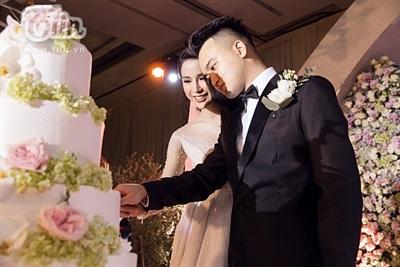 Diệp Lâm Anh xinh như công chúa, ngọt ngào hôn chú rể trong tiệc cưới xa hoa 17