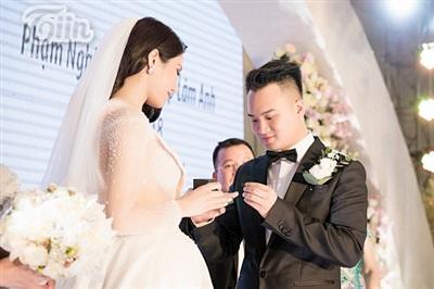 Diệp Lâm Anh xinh như công chúa, ngọt ngào hôn chú rể trong tiệc cưới xa hoa 15