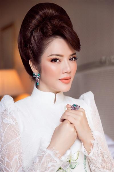 Chuyên gia trang điểm kiêm stylist Minh Lộc là người đứng sau hình ảnh tuyệt vời này của Lý Nhã Kỳ.