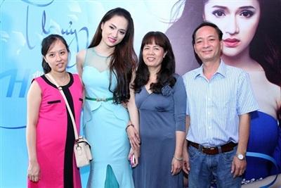 Gia đình của Hương Giang.