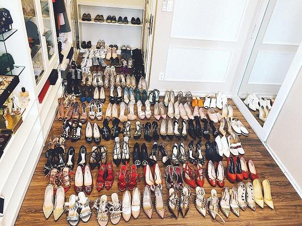Bức ảnh khoe tủ giày trăm đôi của Phạm Hương.