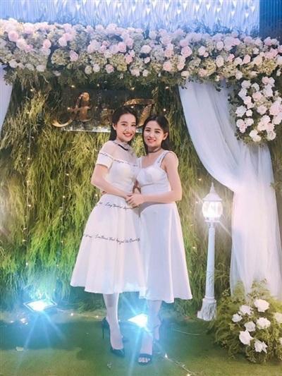 Nhã Phương tại đám cưới em gái.