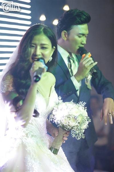 Cặp đôi song ca cực 'chất' tại đám cưới.