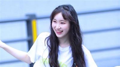 Cùng bước ra từ JYP song Chaeyeon lại không được may mắn như Somi. Phải đến những vòng sau này, cô nàng mới được chú ý nhờ tài nhảy đỉnh cao và sự hiền lành của mình. No.3 của vòng loại trừ cuối cùng cho thấy Chaeyeon gần như chắc suất ra mắt cùng girlgroup củaProduce 48.