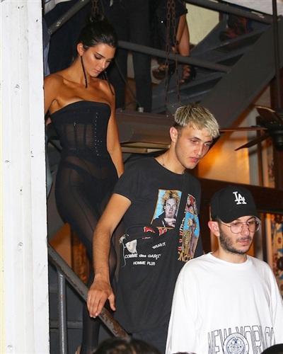Kendall Jenner và Anwar Hadid lại hẹn hò cùng nhau.