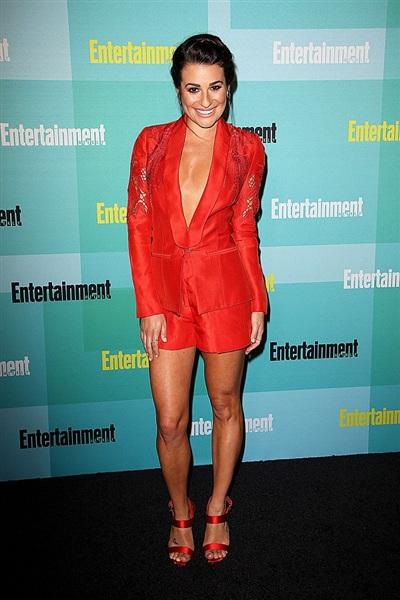 Thi thoảng để 'đổi gió', bạn cũng có thể diện blazer với quần short như nữ chính Glee, Lea Michele.