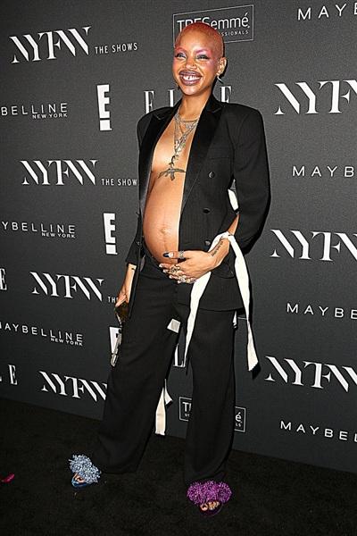 Nếu bạn nghĩ bụng bầu có thể ngăn cản sao nữ diện mốt này thì Slick Woods có thể chứng minh điều ngược lại. Bạn nghĩ sao về hình ảnh này của Slick Woods - nữ người mẫu được mệnh danh là nàng thơ của Rihanna?