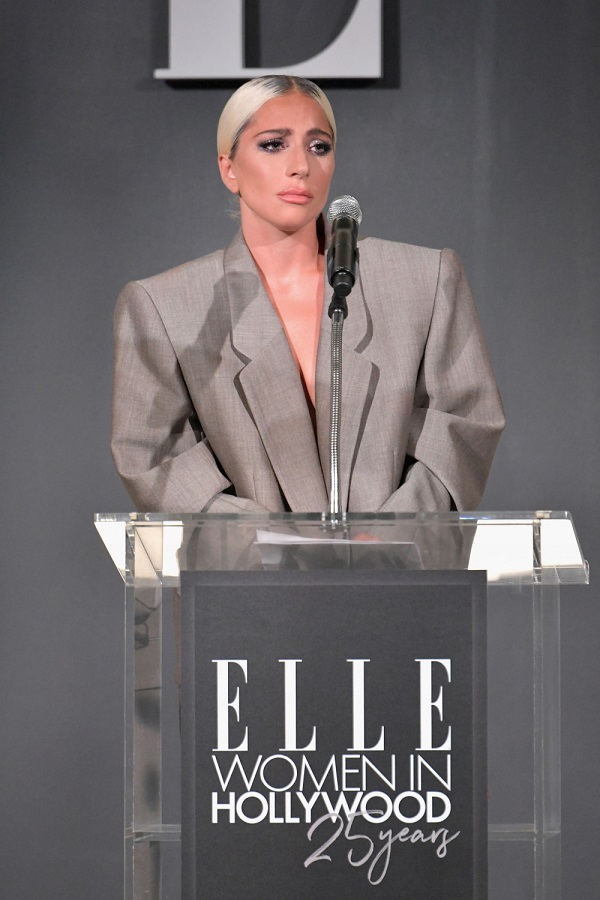 Trong lúc phát biểu, Gaga đã vô tình xác nhận đính hôn vớiChristian.