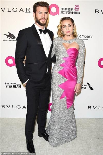 Miley Cyrus và Liam Hemsworth đang dành thời gian nghỉ ngơi tại căn nhà chung của họ.