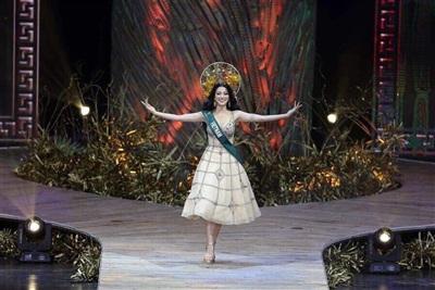 Clip Tân Hoa hậu Trái đất chia sẻ sau đăng quang: Mình đã dám ước mơ và dám thực hiện 1
