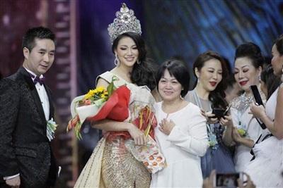 Hình ảnh Phương Khánh trong đêm chung kết và trong phút đăng quang.