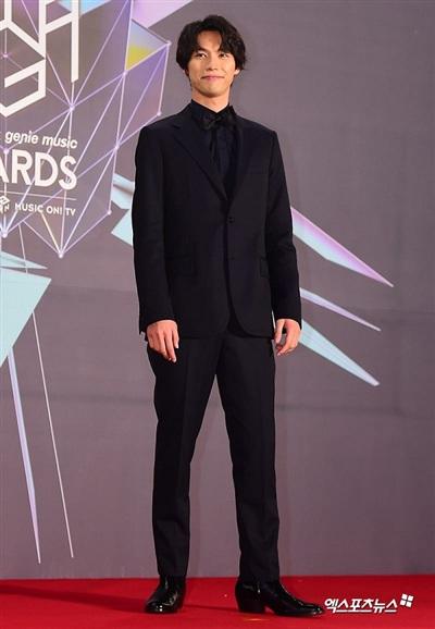Nam diễn viên người Nhật Fukushi Sota giản dị trong bộ vest truyền thống.