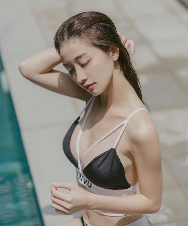 Trước đó trong một bài phỏng vấn, Jun Vũ thừa nhận việc nâng ngực và tâm sự rằng cô từng rất tự ti về vòng 1 của mình.