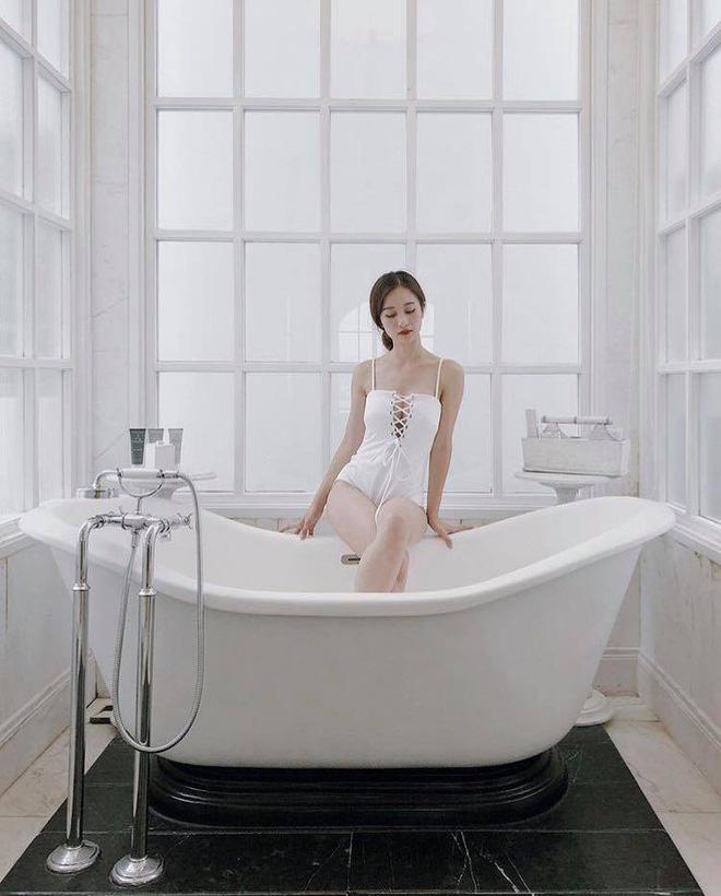'Có thể vì tôi mới làm ngực nên mọi người bàn tán, nhưng sau này, họ sẽ không còn để ý nữa', Jun Vũ từng trả lời về việc nâng ngực trước đó.