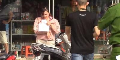 'Bắt chước' video trên mạng, cô gái bị bắt vì tội cướp tài sản