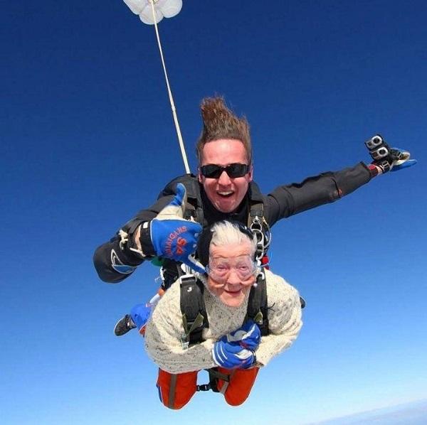 Cả hai đã nhảy với độ cao 4.300m