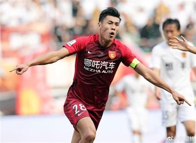 'Cực phẩm' trai đẹp của đội tuyển Trung Quốc 'đốn tim' fan girl châu Á ngay ngày đầu ra sân 3