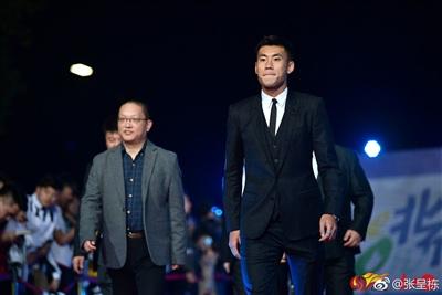 Cầu thủ Trung Quốc 'đốn tim' fan nữ với vẻ ngoài nam tính, đậm khí chất soái ca