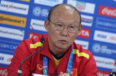 Phát biểu của HLV Park Hang Seo bị hiểu lầm là trách cứ Văn Lâm vìbắt bóng sai vị trí.