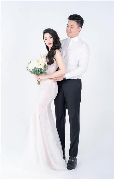 Hôm nay (13/1), đám cưới của Vân Navy được tổ chức tại Hà Nội. Ngày 17/1, cô tổ chức tiệc báo hỷ tại TP HCM.