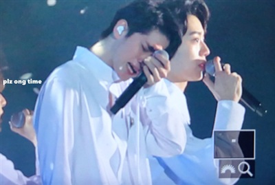 Wanna One khóc hết nước mắt trên sân khấu cuối cùng được đứng cạnh nhau 2