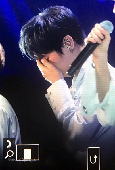 Wanna One khóc hết nước mắt trên sân khấu cuối cùng được đứng cạnh nhau 5