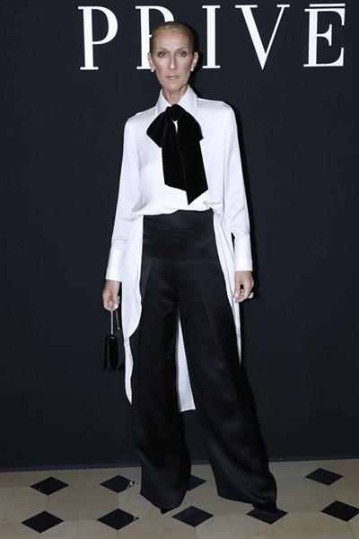Sự mạnh dạn bước ra khỏi vùng an toàn trong phong cách thời trang của nữDiva được giới báo chí hết mực khen ngợi